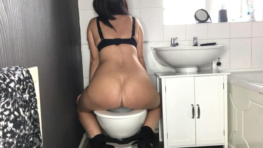 Toilet Amateur Shitting, Self Filmed 2020 (Special #1045) [FullHD/1920x1080]